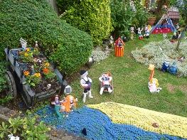 Knitted festival scene in Howard Road front garden