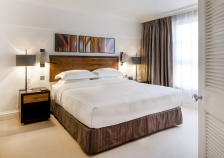 Hyatt-Regency-London-Churchill-Saatchi-Suite-Bedroom