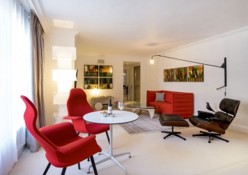 Hyatt-Regency-London-Churchill-Saatchi-Vitra-Suite-Lounge